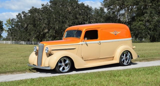 1937 Dodge Sedan Delivery (Orange/Tan)