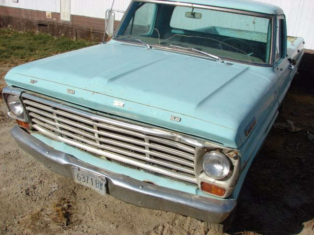1967 Ford F-250 (Teal/Black)