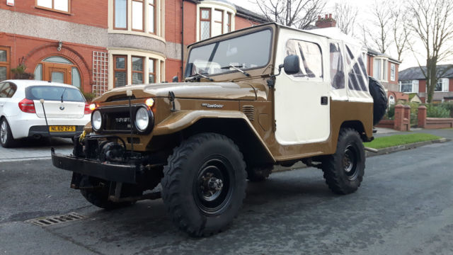 1979 Toyota Land Cruiser (Brown/Black)