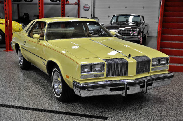 1977 Oldsmobile Cutlass (Yellow/Buckskin)