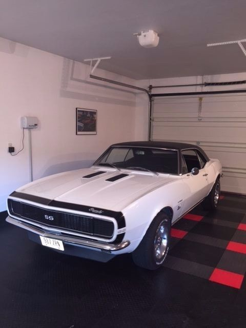 1967 Chevrolet Camaro (White/Black)