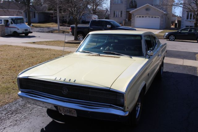 1966 Dodge Charger (Yellow/Black)