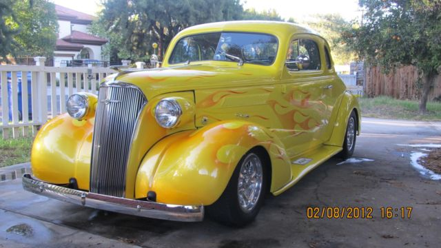 1937 Chevrolet Chevrolet 1937 Business Coupe (Yellow with subtle flames/Brown/beige)