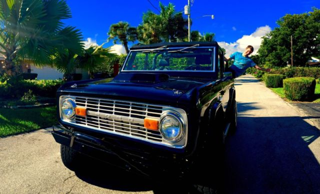 1976 Ford Bronco (Black/Black)