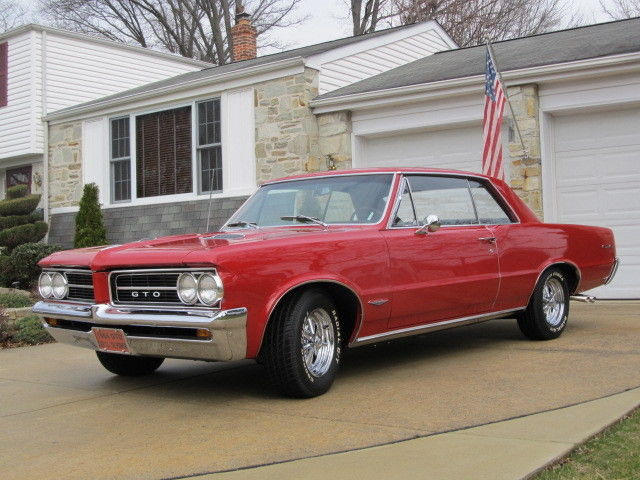 1964 Pontiac GTO (RED/Black)