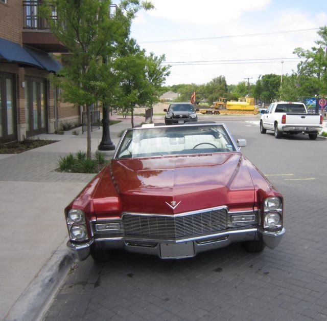 1968 Cadillac DeVille (Red/White)