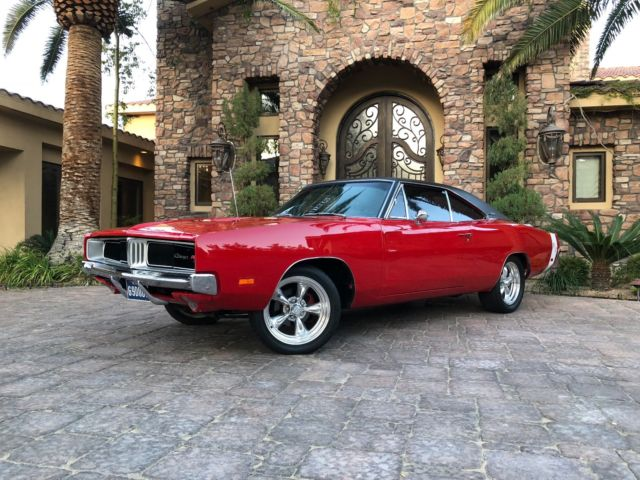 1969 Dodge Charger (Red/Tan)
