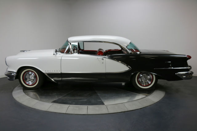 1956 Oldsmobile Ninety-Eight (White / Black/White / Black)