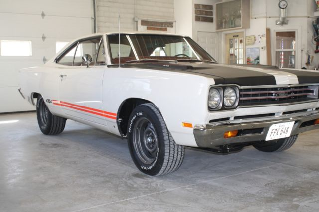 1969 Plymouth GTX (White/Red)