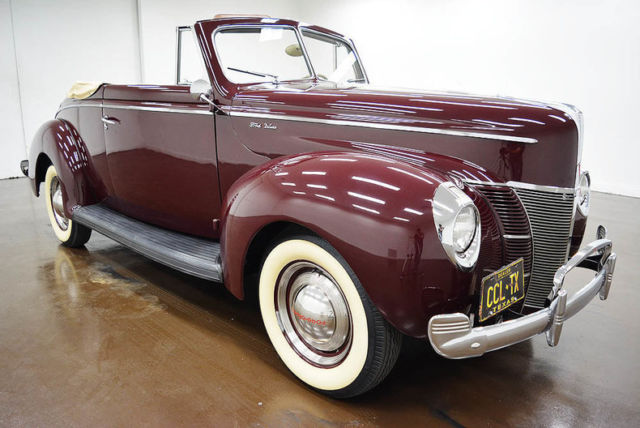 1940 Ford Deluxe (Maroon/Brown)