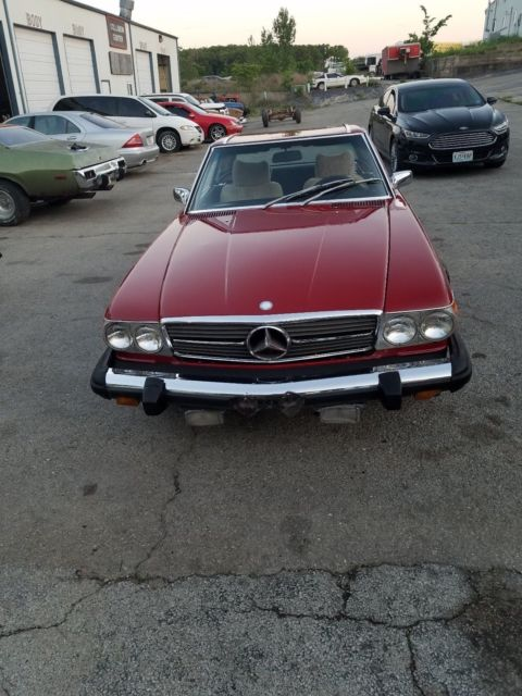 1975 Mercedes-Benz 400-Series (Red/Black)
