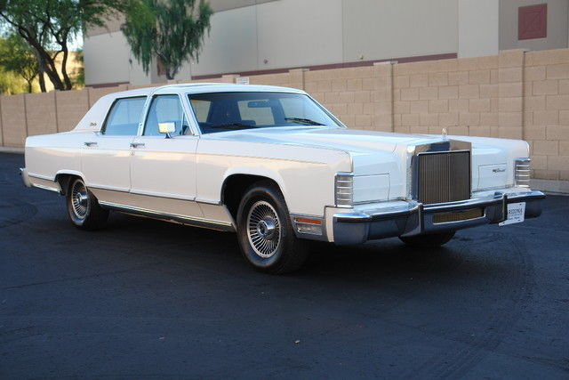 1979 Lincoln Continental (White/Blue)