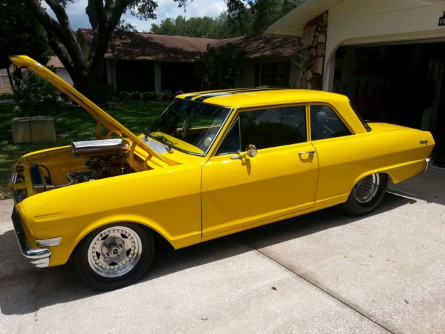 1962 Chevrolet Nova (yellow and black/Black)