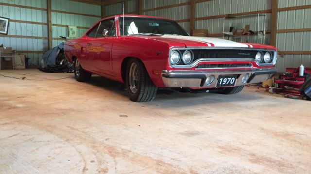 1970 Plymouth Road Runner (Red/White)