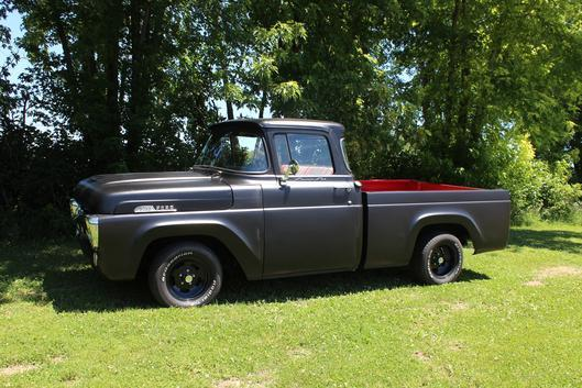 1957 Ford F-100 (Black/ Red/Black/ Red)