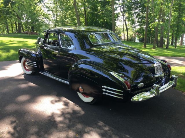 1941 Cadillac Deluxe (Black/Tan)