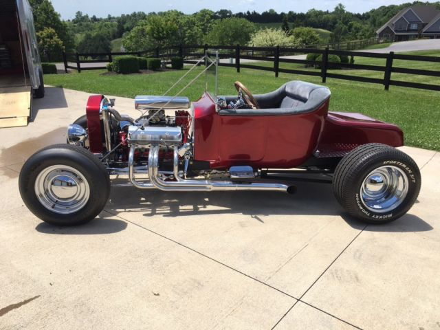 1923 Ford Model T (Candy Apple Red/Gray with Red Piping)