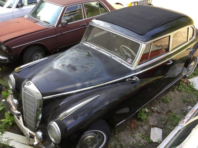 1955 Mercedes-Benz 300-Series (Black/Brown)