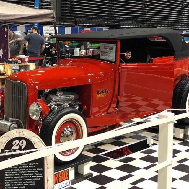 1929 Ford Model A (Viper Red/Mercedes Black)