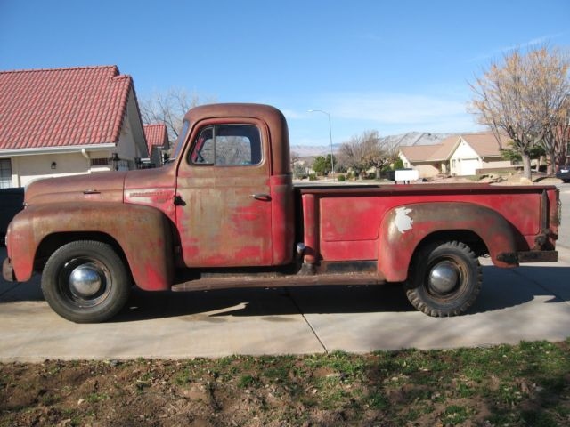 1951 International Harvester L-112 (Red/Red)