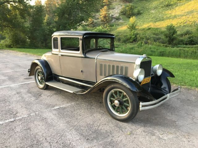 1930 Studebaker Dictator (Gray/Brown)