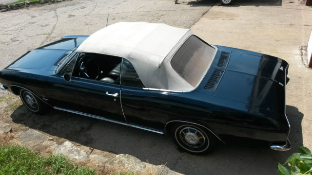 1966 Chevrolet Corvair (Blue/Black)