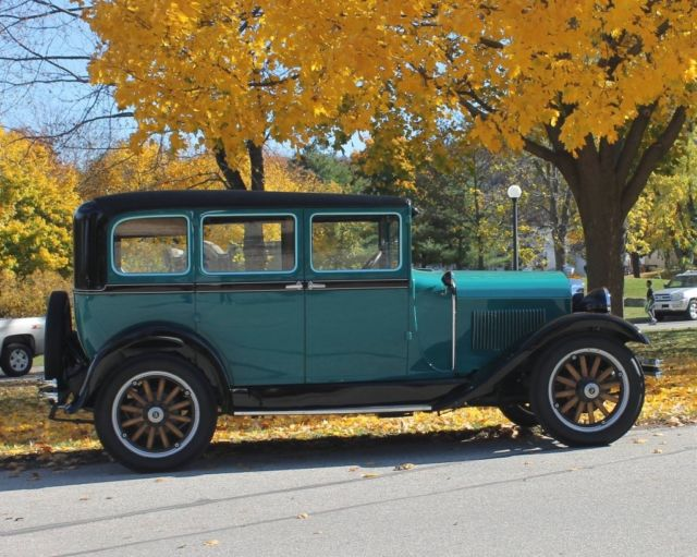 1929 Studebaker Erskine (Black/White/Tan)
