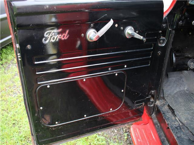 1954 Ford 100 (Red/Black)