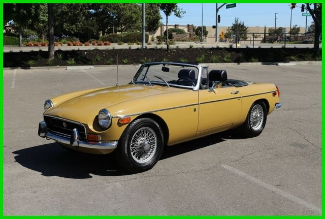 1972 MG MGB (Tan/Blue)
