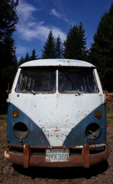 1965 Volkswagen Bus/Vanagon (Blue and White/Blue & White)