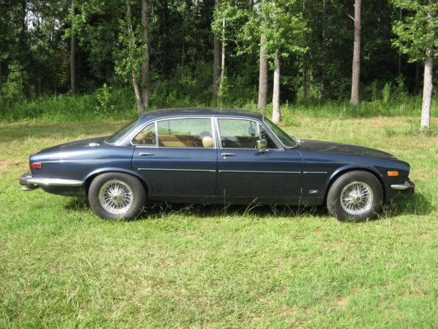 1979 Jaguar XJ12 (Blue/Tan)
