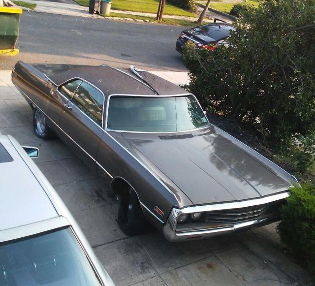Seller of Classic Cars - 1971 Chrysler Newport (Brown/Gold)