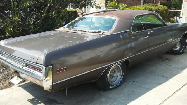 Seller of Classic Cars - 1971 Chrysler Newport (Brown/Gold)