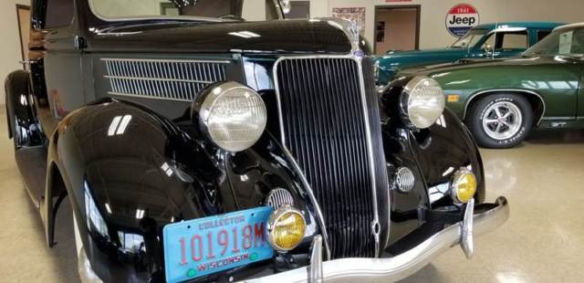 1936 Ford Deluxe (Black/Brown)