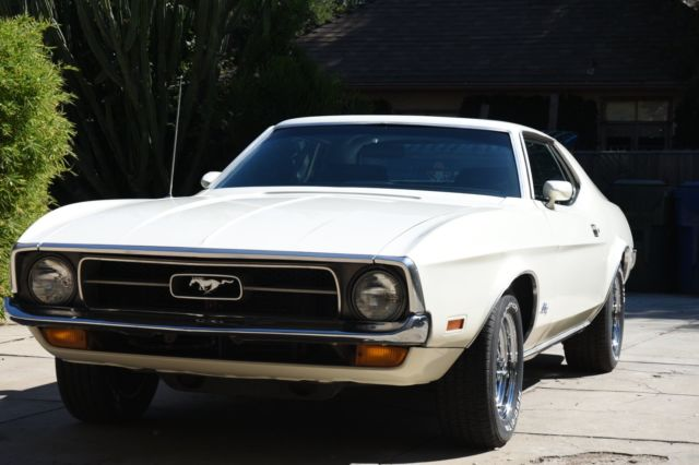 1971 Ford Mustang (White/Black)