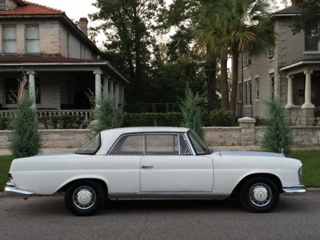 1961 Mercedes-Benz 200-Series (050 White (weiss)/red leather)