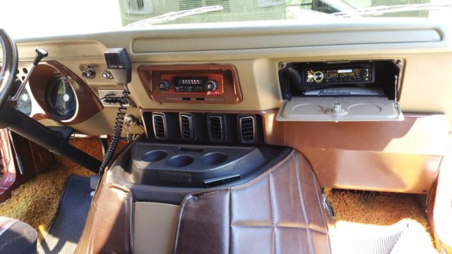 1977 Dodge B200 (Brown/Gold)