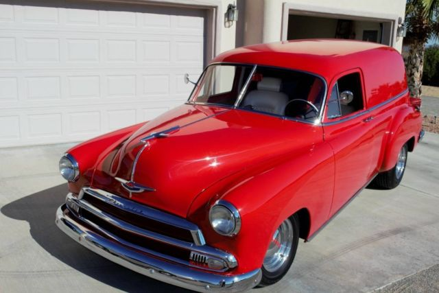 1951 Chevrolet Sedan Delivery (Salsa Red/Pearl White)