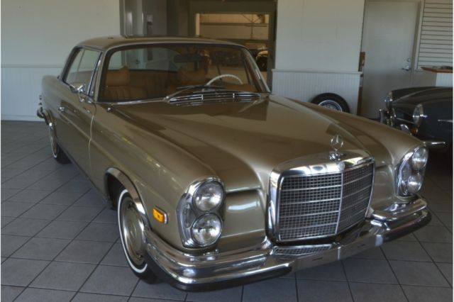 1971 Mercedes-Benz 200-Series (TUNIS BEIGE/BAMBOO)