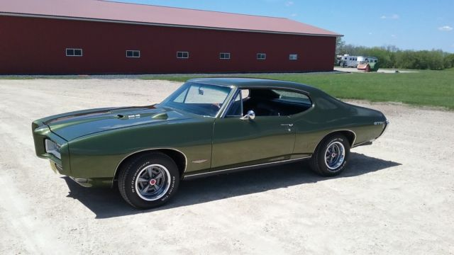 1968 Pontiac GTO (Green/Black)