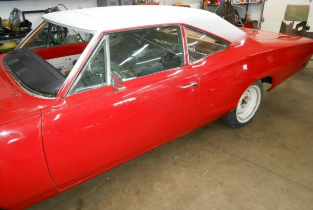 1969 Dodge Coronet (Red/White)