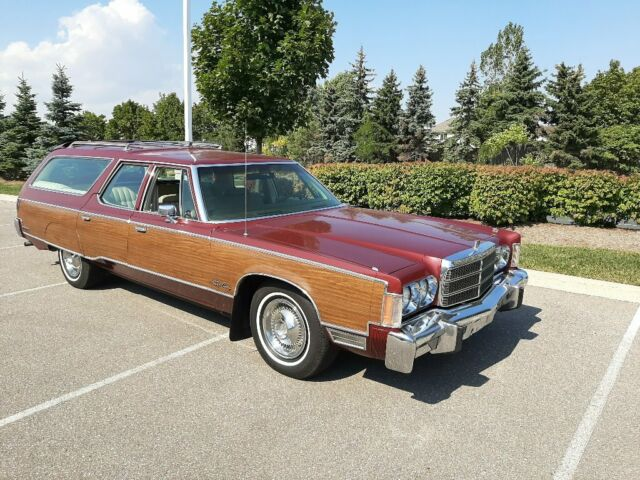 1975 Chrysler Town and Country 9P Wagon (Burgundy/Tan)