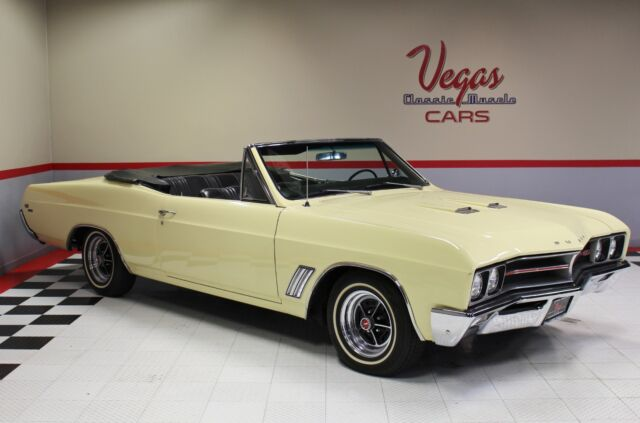 1967 Buick GS400 Convertible (Yellow/Black)