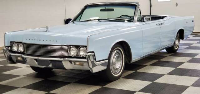 1967 Lincoln Continental (Blue/Blue)