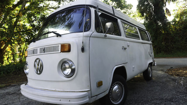 1974 Volkswagen Bus/Vanagon (White/Blue and Green Plaid w/Wood Trim)