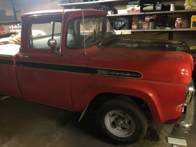 1960 Ford F-100 (Red/Blue)
