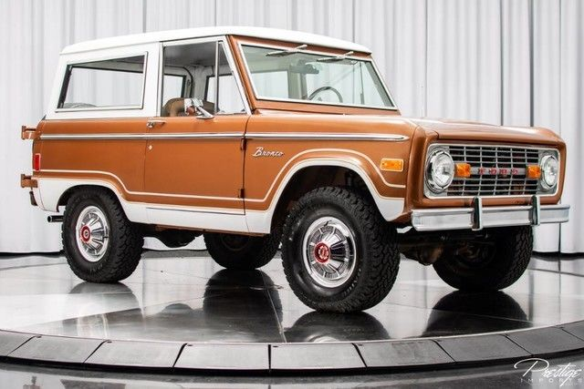 1977 Ford Bronco (Gray/Tan)