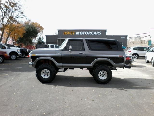 1978 Ford Bronco (Black/Tan)