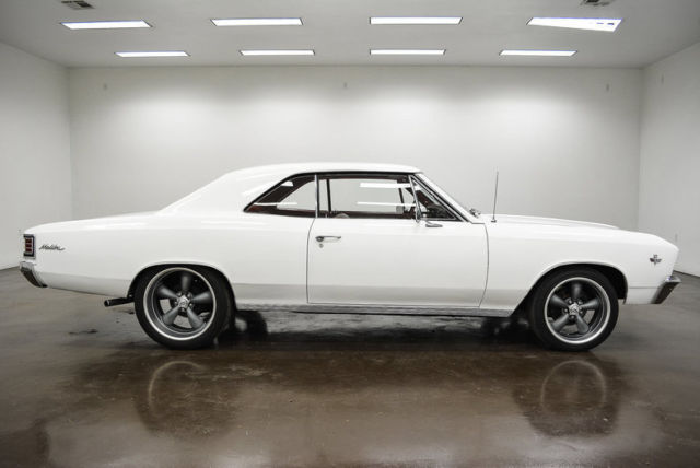 1967 Chevrolet Chevelle (White/Red)