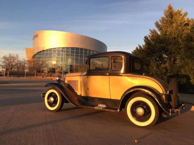 1931 Ford Model A (Yellow/Black)